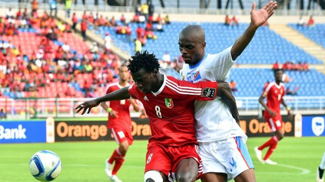 Gaby Zakuani v Congo midfielder Delvin Ndinga during Africa Cup of Nations 2015