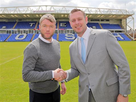 Grant McCann shakes Darragh MacAnthonys hand