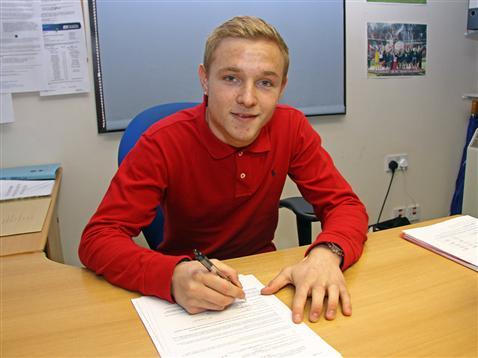 Alex Pritchard signs on loan b