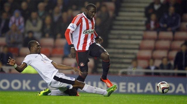 Gaby Zakuani tackles Sunderlands Jozy Altidore