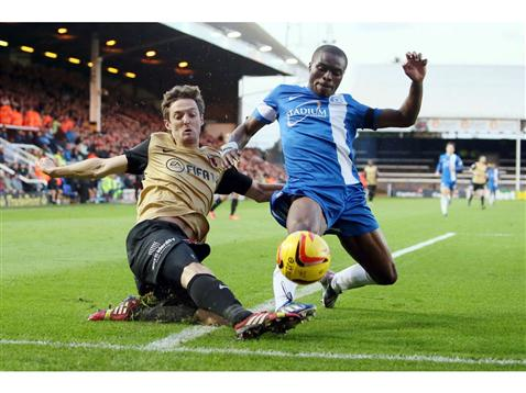 Gaby Zakuani v David Mooney of Leyton Orient