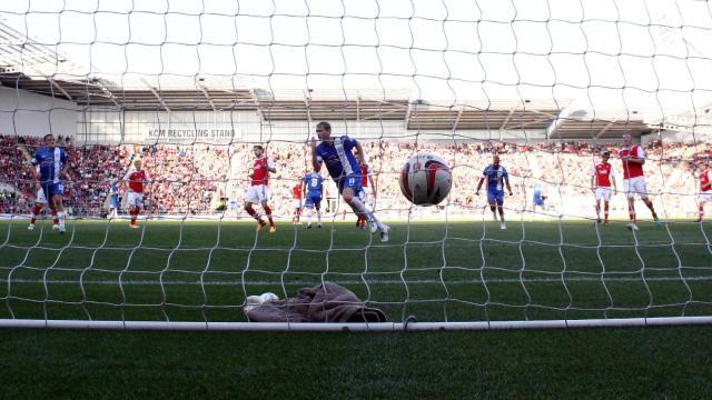 Grant McCann penalty v Rotherham