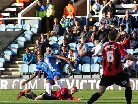 Nathaniel Mendez-Laing scores only goal of game v Shrewsbury 2