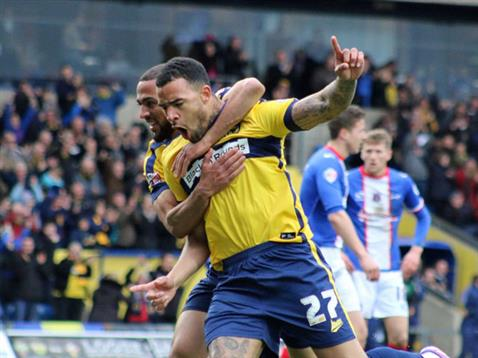 Kyle Vassell scores 5 mins after making his loan debut for Oxford v Carlisle