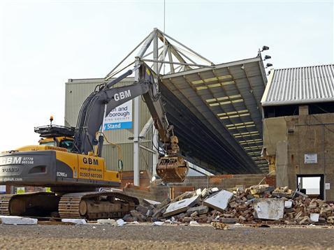Moys End Demolition - 03-Dec-2013