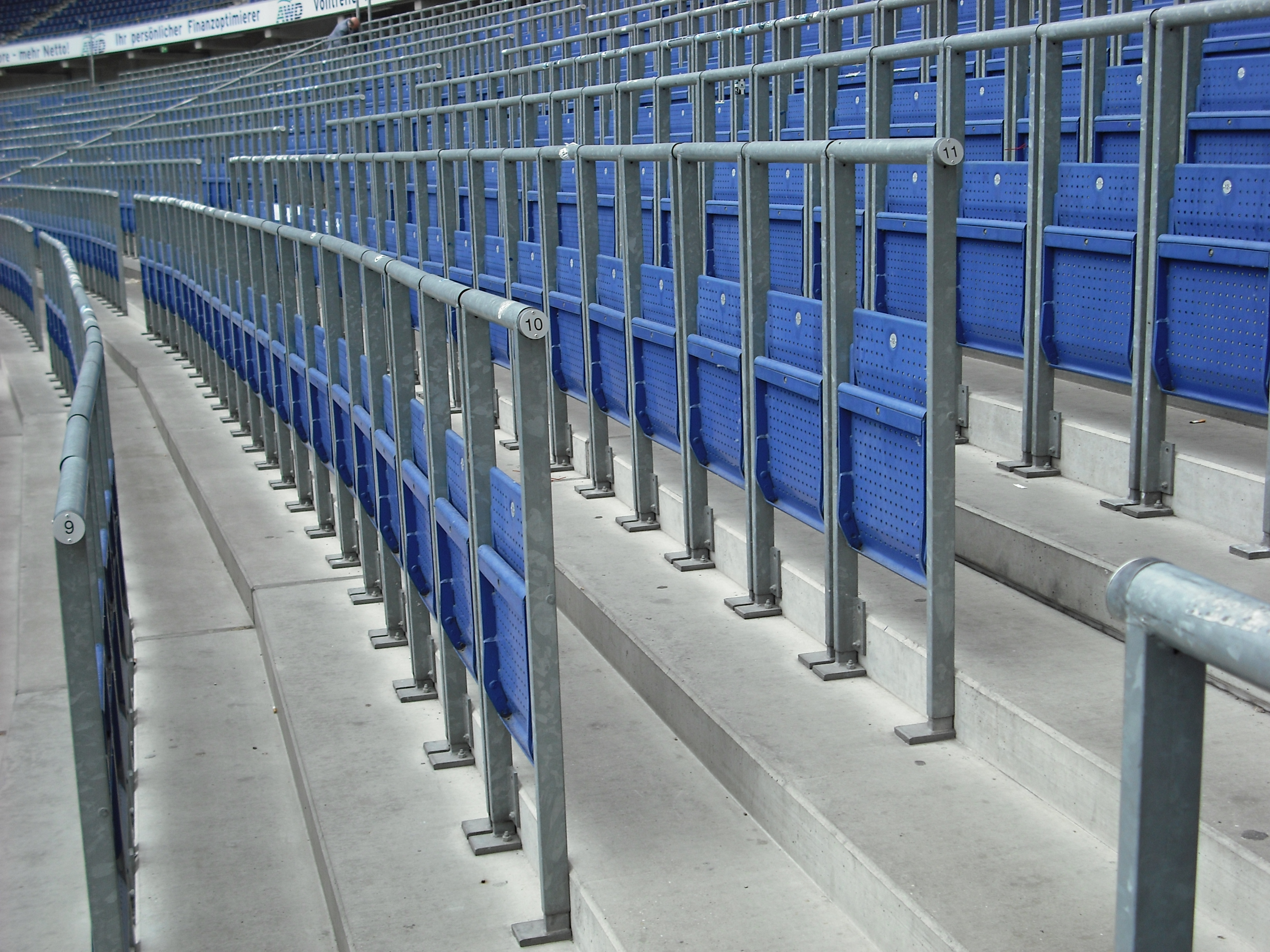 Safe_standing_area_fitted_with_rail_seats