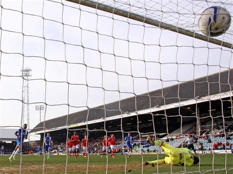 Britt Assombalonga penalty v Crewe