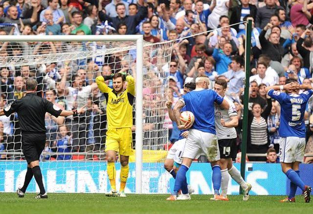 Andy D'Urso awards Posh a penalty v Chesterfield