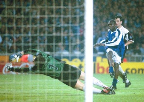 Andy Clarke scores the Wembley winner v Darlington 2