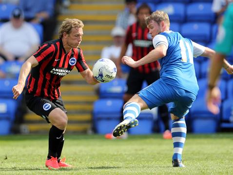 Grant McCann v Craig Mackail-Smith of Brighton