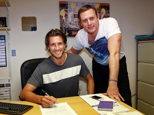 Christian Burgess signs a four-year contract - 19-08-2014