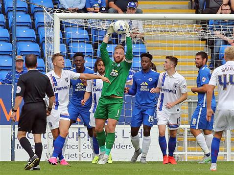 Ben Alnwick watched by referee Keith Stroud v Gillingham