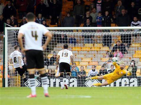 Ben Alnwick saves the first penalty v Port Vale 2