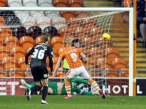Ben Alnwick pushes the penalty on to the post v Blackpool