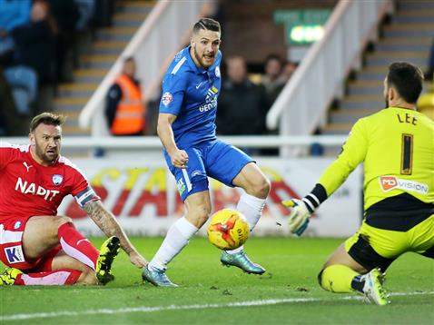 Conor Washington denied by Chesterfield goalkeeper Tommy Lee