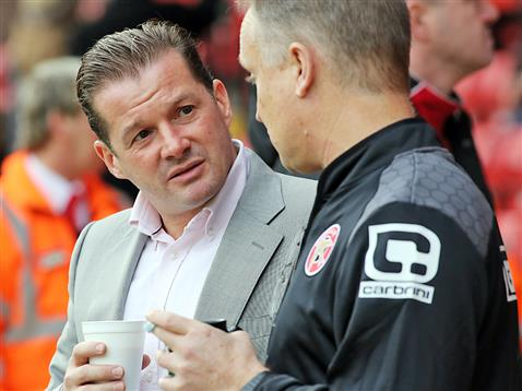 Graham Westley shares a tea and a chat pre-match with Walsall manager Sean ODriscoll