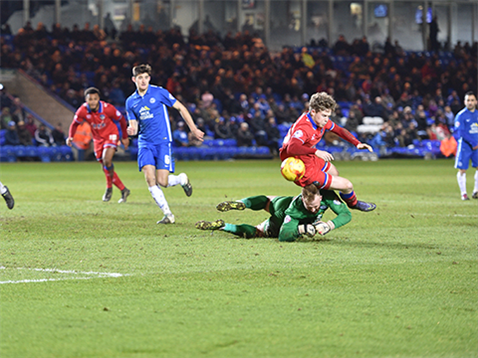 Ben Alnwick misses the ball but brings an Oldham player down 2