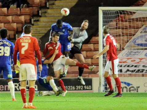 Gaby Zakuani and Ben Alnwick miss the ball for the only goal in the 91st minute by Barnsley