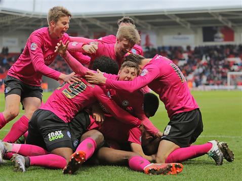 Ricardo Almeida Santos celebrates scoring a last minute winner v Doncaster 5