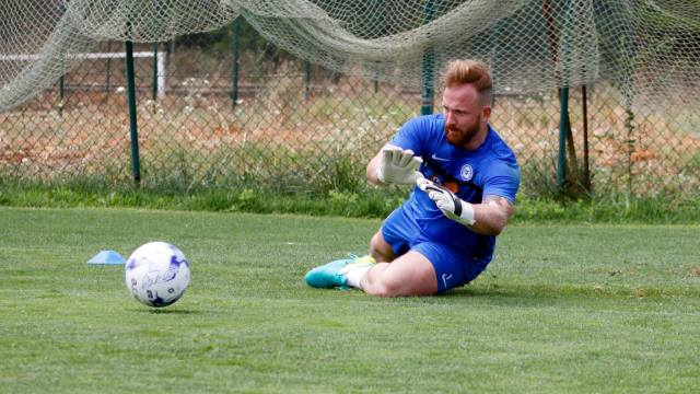 1 Ben Alnwick diving in pre-season