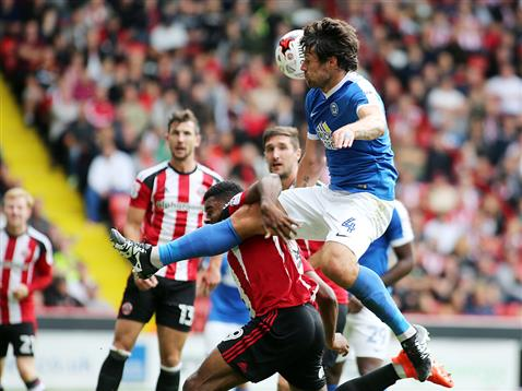 michael-bostwick-cant-direct-his-header-on-target-v-sheff-utd