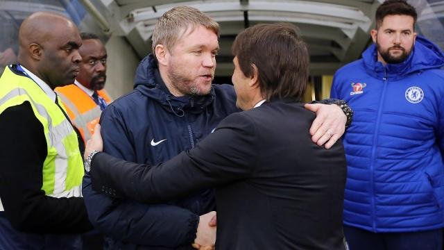 grant-mccann-shakes-hands-with-chelsea-boss-antonio-conte