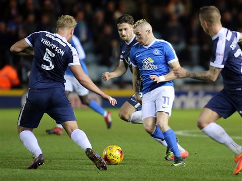 marcus-maddison-surrounded-by-southend-players